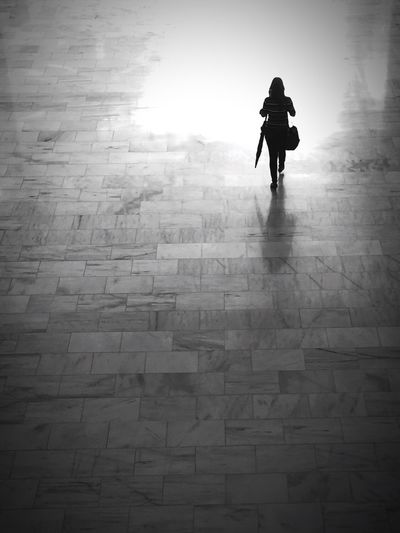 """Minimalist girl"" Full Length One Person Walking Monochrome EyeEm Best Edits EyeEm Best Shots - Black + White Streetphotography Real People Blackandwhite Street Panamá"