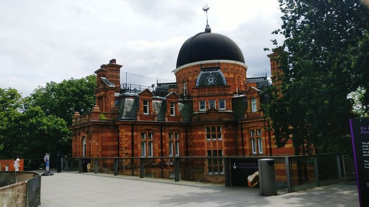 Greenwich Park Greenwich Observatory Building Observatory Museum Greenwich London Building Brick Building Red Brick Building Dome Planetarium Park Park - Man Made Space One Person Day Outdoors Landmark EyeEm LOST IN London