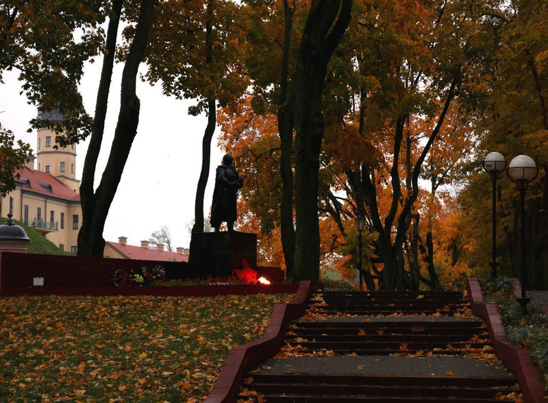 Autumn Autumn Colors Belarus Soviet Era Soviet Union War Memorial Nesvizh Castle Soviet Architecture