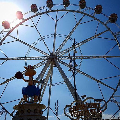Big wheels keep on turning Nofilter Bigwheel Sunshine Sky Sunny Barcelona Fun Holiday Structure Funfare Blue Carnaval Funfair Funtimes