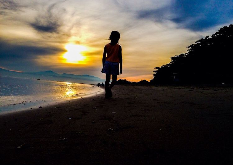 Walking at the bay.. Beach Cagayan De Oro City Eyeem Philippines Philippines Just Around The Corner EyeEmNewHere