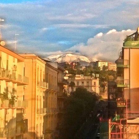 Buongiorno! Vista del Etna esta mañana!! Buongiorno Catania Italy Etna Neve