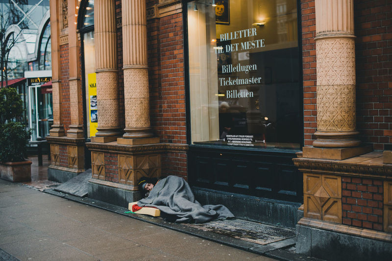 Take a nap People Outdoors Morning Real People Men Road City Life Street City Street Adults Only Only Men Day One Man Only Homeless Homeless Man Sleeping Sitting Up