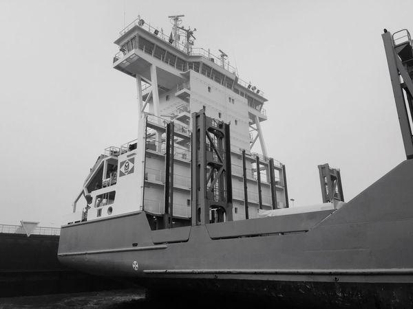 Iets met een grote boot Bigship Duitsland Kielerkanaal BIG