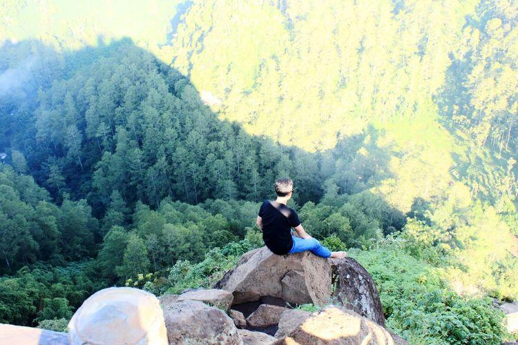 Edge Cliff Boy Teenager Scary Breathtaking View Keraton Cliff Bandung INDONESIA