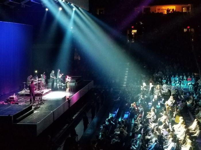 Jorja Smith Concert Lighting Equipment Popular Music Concert Stage - Performance Space Performance Illuminated Stage Light Sing Music Audience Night Fun Stage Light Musician
