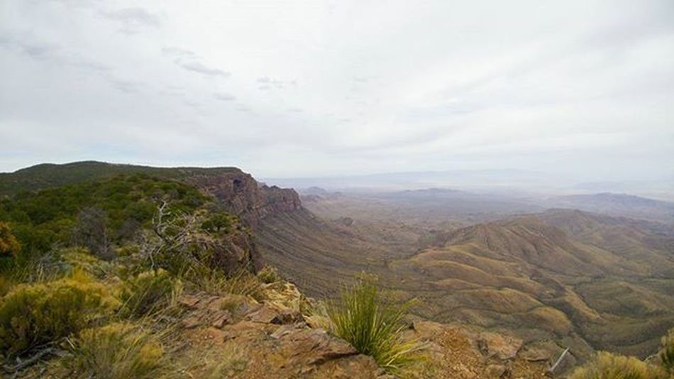 Beatiful view on the South Rim trail in Chisos Basin - Big Bend National Park. (Shot w/ LG G5) Breathtaking Surreal Mountains Park Bigbend Texas Exploretexas Nationalpark Nature Natureaddict Getoutside View Visitbigbend Bigbendnationalpark LGG5 Lifeisgood
