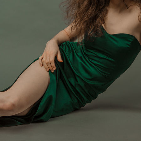 The Study Of Form #3 Looking for Renaissance in XXI century Real Skin The Creative - 2018 EyeEm Awards The Fashion Photographer - 2018 EyeEm Awards The Week on EyeEm TheWeekOnEyeEM Beautiful Woman Beauty Body Curves  Body Language Body Part Clothing Fashion Females Green Color Long Hair Real People Women Young Adult Young Women