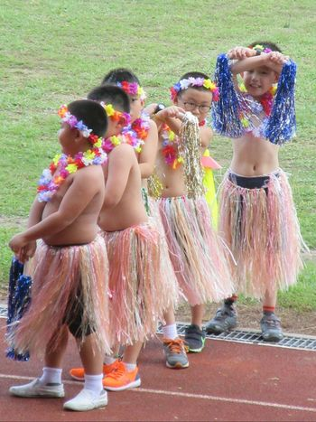Awkward Moments Shy Boys Outdoor Public Place Costume Dance Show Field Children Costume Cute