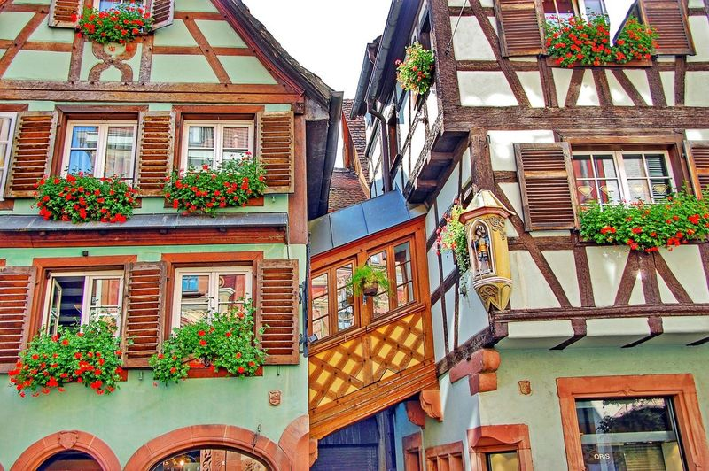 Looking up somewhere in Alsace, France Lookingup Alsace Alsacefrance Alsace France Beautiful Alsace France Façade Facades Architecture Facade Window Windows Windowshotwednesday Windows_aroundtheworld Houses Houses And Windows Halftimbered Building Buildings Building Exterior Old Buildings Historical Building Colors Colorful Traveling Travel