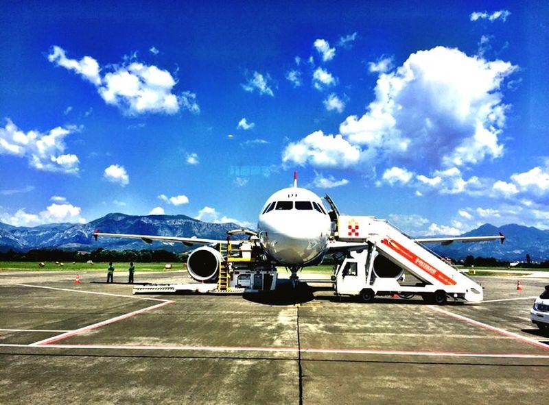 Tirana Airport Avion Albania Shqiperia Mountains Explorealbania Summer Travelling Airplane