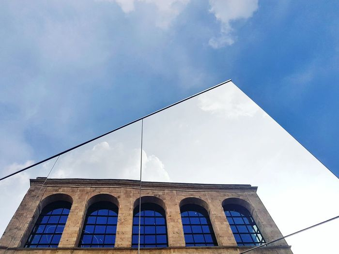 Week On Eyeem EyeEm Selects Sky Mirror Architecture Architecture_collection Minimalism Reflection Arch Hidden Gems City History Arch Sky Architecture Building Exterior Built Structure Side-view Mirror A New Perspective On Life Capture Tomorrow 17.62°