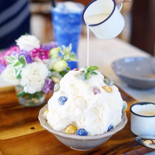 Ice Cream Food And Drink Frozen Food Sweet Food Dessert Serving Size Table Freshness Refreshment Food Ready-to-eat Close-up Indoors  Focus On Foreground Dairy Product Ice Cream Sundae Indulgence Drink No People Temptation