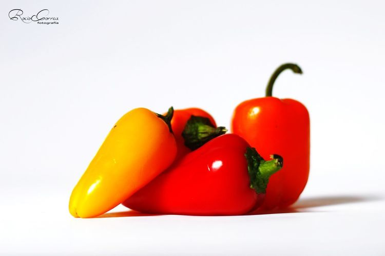 Color Pimientos Rojos Pimiento Amarillo Fondo Blanco White Background Studio Shot Red Vegetable Red Bell Pepper Healthy Lifestyle Defocused Tomato Still Life Close-up Pepper - Vegetable