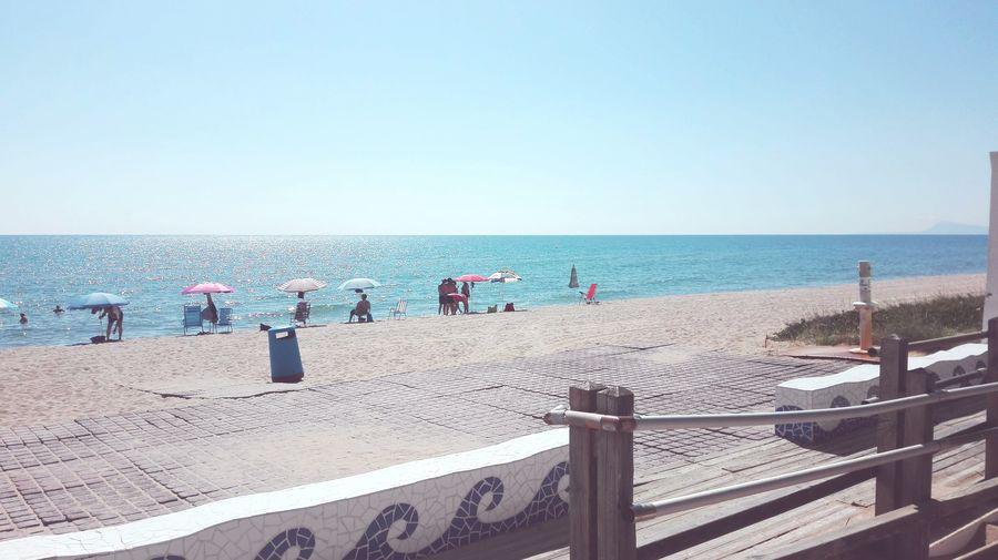 primeros días de playa Turism First Days Of Summer Relax Relaxing Water Sea Beach Clear Sky Sand Men Summer Women Sky Horizon Over Water Shore Calm Ocean