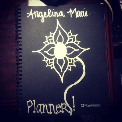 My artwork on my planner ✒? This is what I do when I have 10min left of work.