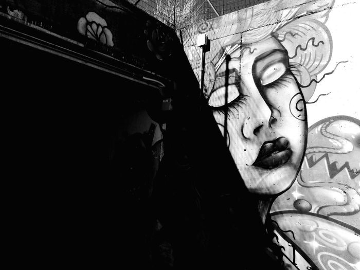 Urban art @tiziana_barricelli Darkness And Beauty Freedom Of Expression Bnwphotography Bnw Suburban Getty Images Getting Inspired Walking Around Taking Pictures Sensual_photo Contrast And Lights UrbanART Bnwphotography ExploreEverything Suburban Blackandwhite Blackandwhite Photography Shadow And Light EyeEm Bnw My Point Of View Urban Art Dark And Light Close-up The Art Of Street Photography