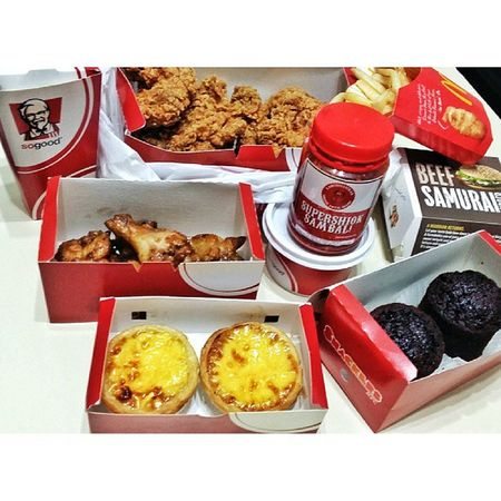 Dinner with le roomies. PBG BigBox KFC Mcd and ya, the sambal was, oklahhh. And to me, overpriced. Cause it's just a small bottle, which costs $8 after delivery charges. Superexpensivesupershioksambal
