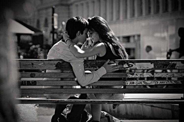 F4F Biutiful Streetphotography Black And White Beautiful Street Kiss