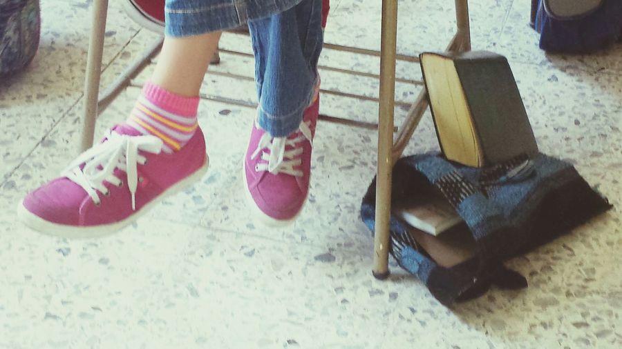 In Class Pink Tennis A Girl Una Niña Rosas