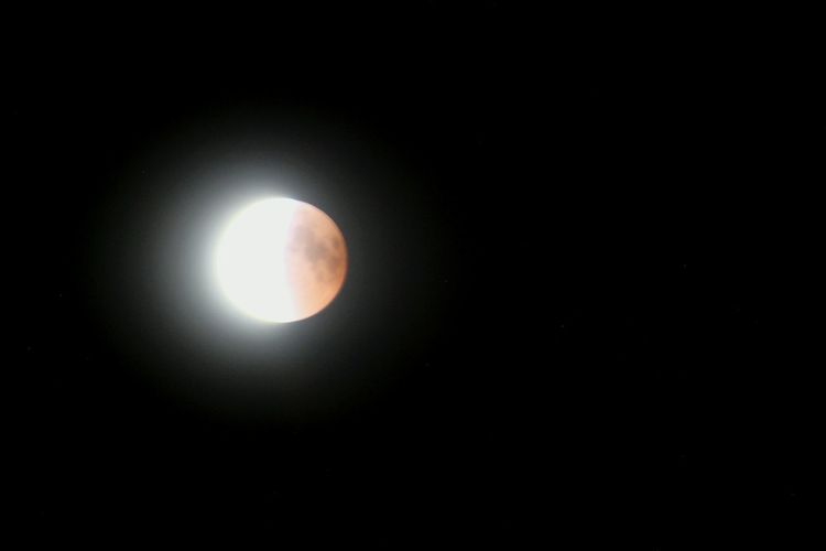 Final minutes of the eclipse Blutmond Mondfinsternis Tranquility Europe Summer Night Astronomy Space Solar Eclipse Moon Natural Phenomenon Space Exploration Eclipse Sky Full Moon Moonlight Sky Only Space And Astronomy Infinity