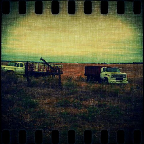 Wth? My pic disappeared! Okay... Try this again 0_o Sky Vintage Landscape Taking Photos Blue Rust Canvas Vintage Trucks Jus Because  Streetphotography