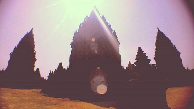 No one owns the romance between human and dream[…] • • • History Temple Prambanan Sun Shine Backlight Beautiful Travel Holiday Old Latepost Mataponsel Instanusantara TravelRack Kerennesia Xplorasia Photodroid  Asus Zenfone_id Instalike Instagood Instadaily Photooftheday Likeforlike Like4like vscocam vsco