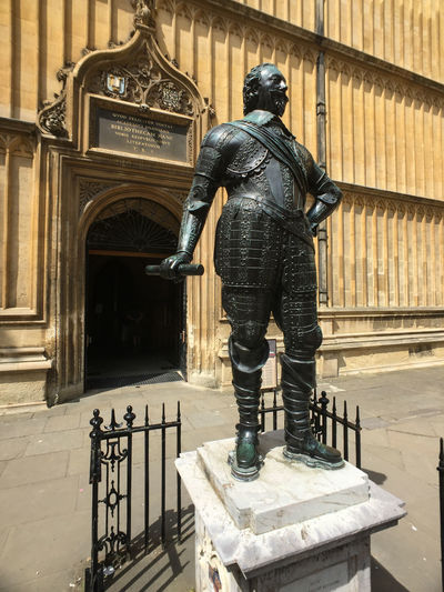 Statue at one of the colleges on the Oxford University campus. Oxford Oxford University Architecture Building Exterior Day Human Representation Male Likeness No People Outdoors Sculpture Standing Statue Travel Destinations