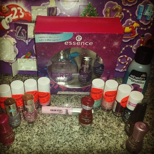 http://hugi2014.blogspot.de Dmhaul Dm Haul Nails Happy Xmas Follower Followme Drogerie New Essence Reduziert Shoppen Love manhatten Colorstop Showyourfeet Toenailpolish Nailpolish Blog Blogger P2 Glitzer Glitter Effect