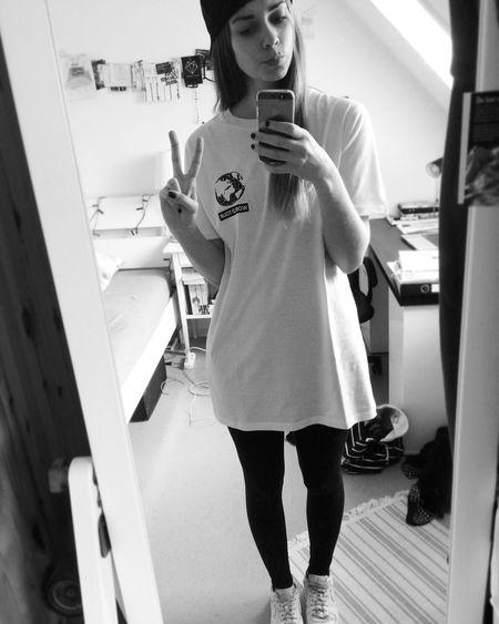 Girl Fashion Style Peace Mirror Selfie Hopebringer Skate Snapback Sneaker Blackandwhite