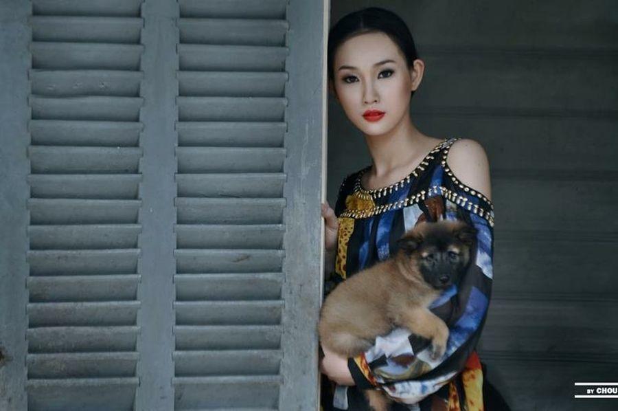 The Portraitist - 2015 EyeEm Awards Portrait Asian Beauty Beautiful Girl Asian Girl Hidden Beauty Vietnamese Love Animal