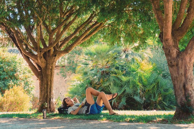 Relax Tree Relaxation Tree Trunk Full Length Branch Lying Down Tranquil Scene Young Adult Beauty One Person Young Women Palm Tree Nature Beautiful Woman Only Women Adult Beauty In Nature Outdoors Side View Tranquility Neon Life Mallorca