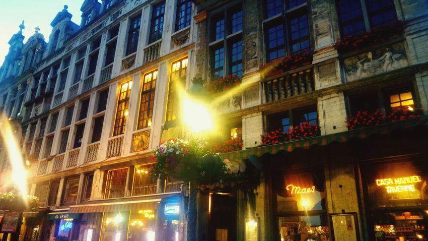 Suatu sore.. Relaxing Hanging Out In Brussels Cold Beer Historical Building Grandplace Traveling Travel Photography