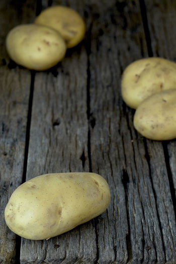 Potato Wooden Fresh Potatoes Background Table Old Food Raw Nutrition Wood Harvest Healthy Vegetable Organic Agriculture Rustic Brown Pile Ingredient Root Vegetarian Natural Farm Top View Group Heap Sack Diet Produce Many Yellow Cooking Dark Rural Uncooked Burlap Tuber Dirty Wood - Material Food And Drink Freshness Healthy Eating Wellbeing Still Life No People Close-up Fruit High Angle View Indoors  Group Of Objects Pear Raw Food Mushroom