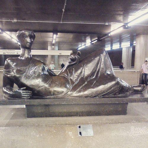 Arte no metro: escultura em bronze no Hall da Estação da Sé.Artenometro Projeto365fotos 06/365