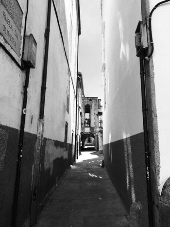 Outdoors Blackandwhite City Architecture Streetphotography Alleyway