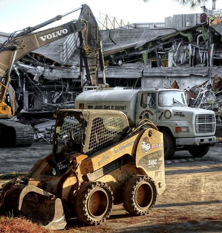 Construction Site Caterpillar Ford Truck Construction Machinery Excavator Water Truck Compact Wheel Loader Volvo