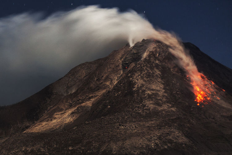 Mount Sinabung Erupts at North Sumatra, Indonesia Asian  Discover Your City Erfurt INDONESIA Nature Photojournalism Photojournalist - 2016 EyeEm Awards Red South East Asia Travel Erupting Eruption Getting Inspired Gettyimagesgallery Hot Lava  Journalism Landscape Night Power In Nature Starry Volcanic  Volcanic Landscape Volcanic Rock Volcano