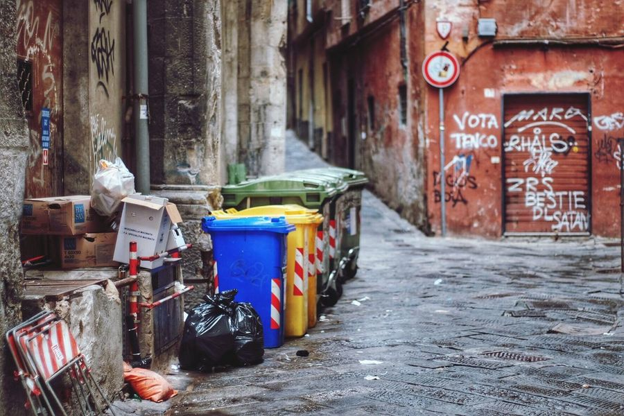 Showing Imperfection Trash Imperfection Decay Decaying Decaying Structure Ancient Weathered Historic City Center Streetphotography Street Photography Streetphoto_color Streetphotography Colors Eyeem Streetphotography Trashcan Italy Genova Genoa