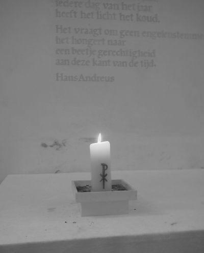 Candle Flame Burning Indoors  No People Lit Close-up Table Illuminated Day , graftombe , kerk, zwart-wit