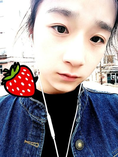 👾🍓Strawberry Monday Schoolholiday Goodday Style ✌ Eyeemphoto Eyelook Quiet Moments Happytime Back Home Relaxing Quiet Places Afertnoon Break Cute Eyes First Eyeem Photo What Eye See