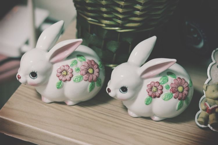 Rabbit Close-up Couple No People Indoors  MyRoom Decoration Cute Ceramics Canon Canonphotography Canon77d Animal Flower