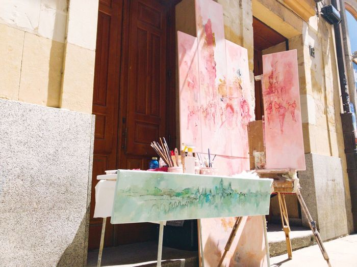 Table Architecture Art Picture Art Is Everywhere Streetphotography Street Art Painting Painter Paint Street Painting Canvas Arts Culture And Entertainment ArtWork Art, Drawing, Creativity Artist Artistic Street Photography Urban City Urban Lifestyle Lifestyles Street Artist Salamanca World Heritage