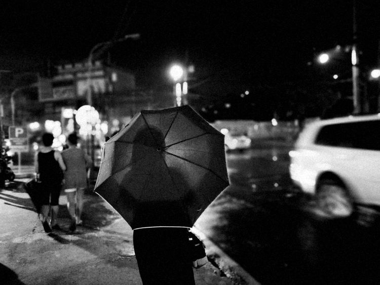 Drizzly Summer night in Manila | 2017 | The Street Photographer - 2017 EyeEm Awards Eyeemawards2017 Commuter Larrymonseratepiojo Black And White Everybodystreet The Human ConditionMyCommute Rainy Days EyeEm Philippines 👍 EyeEm Best Shots EyeEmBestPics Philippines