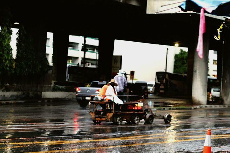 Hello World Real Life Photography Candid Shots Train Station Rainy Days☔ Outdoors Street Life Noapplication Streetphoto