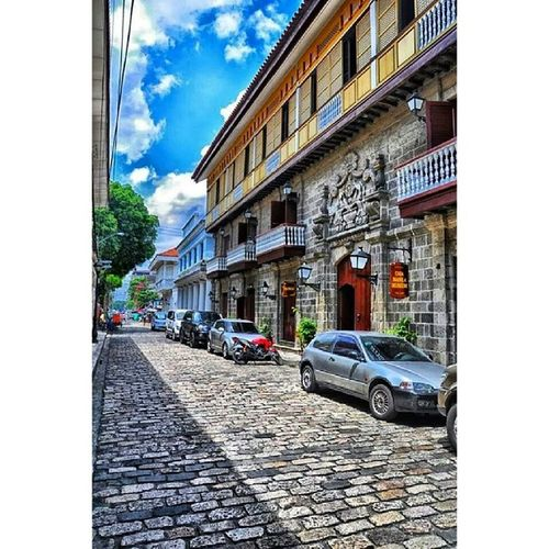 The beautiful street view in front of Casa de Manila Intramorus Streetview SpanishLegacy SPAIN OldTimes Archeticture building Colors CasaDeManila Intramorus Manila Philippines ItsMoreFunInPhilippines Travel treasures FunTime Weekend