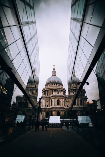 London Low Angle View Open Edit OpenEdit WeekOnEyeEm Amazing Architecture Awesome Building Exterior Built Structure Canon Canonphotography City Day Dome Façade Indoors  Model No People Open Sky Travel Destinations Week On Eyeem