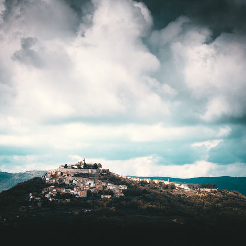 "The small historical village Motovun in central Istria is situated on a hill 270 meters m a.s.l. At the time of the Romans the settlement called ""Montana"" - as it is still called in Italian today. Location: Motovun, Croatia Equipment: Fujifilm X-H1 + XF16-55 F2.8. Cloud - Sky Sky Architecture Building Exterior Nature Built Structure Day Building No People Scenics - Nature Mountain Beauty In Nature Outdoors City Tranquility Environment Landscape Residential District Tranquil Scene Motovun Croatia Hill Town EyeEm Best Shots Fortress"