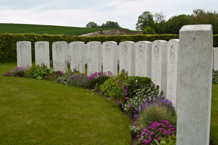 Gordon Cemetery, Mametz. The headstones in a semi-circle don't mark actual graves. They contain the names of men known to be buried in this cemetery. 1916 Cemetery Famous Place Gordon Graveyard Somme Travel Destinations Wwi