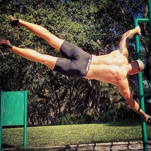 First time I keep a Human Flag more then 10 seconds, BÄÄÄÄÄM! Exit Comfort Zone with calisthenics! Miami Trainer Exitcomfortzone Beastmode beastin bodyweight streetworkout fitness swede crossfit